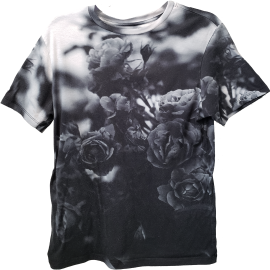 Muscle-fit tee with a monochrome print of a rose bush, taken close-up. Behind the clouds is something like a cloudy, gloomy sky.